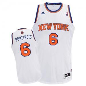 New York Knicks Kristaps Porzingis #6 Home Swingman Maillot d'équipe de NBA - Blanc pour Homme