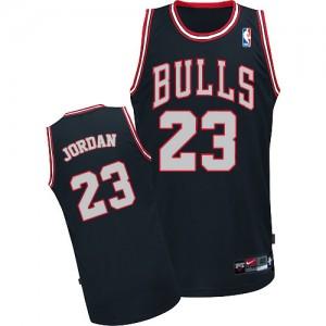 Maillot NBA Authentic Michael Jordan #23 Chicago Bulls Noir / Blanc - Homme