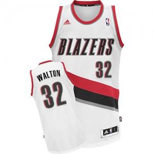 Maillot NBA Blanc Bill Walton #32 Portland Trail Blazers Home Swingman Homme Adidas
